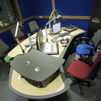 hybrid radio desk