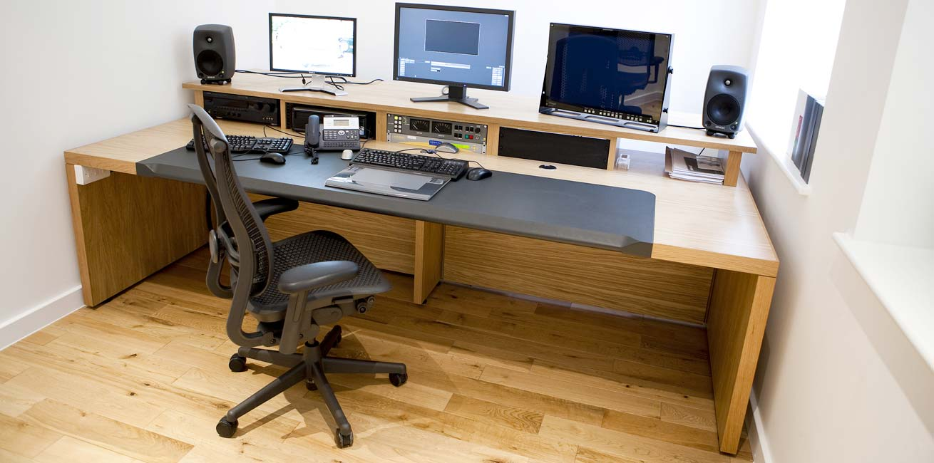 Technicolor Edit desk