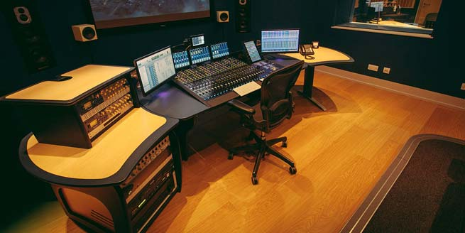 aka design prowave desk for all types of audio editing and gaming